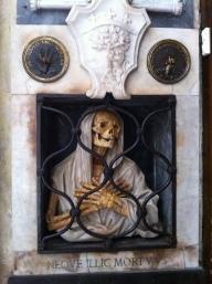 skeleton-mama