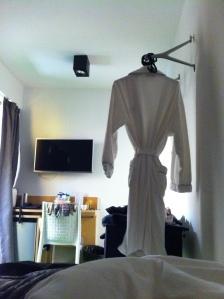 spooky-robe